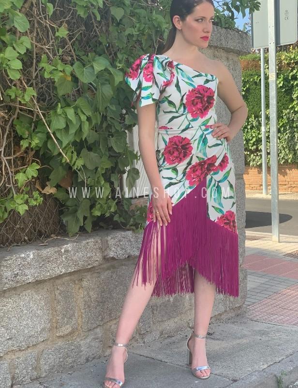 vestido de flores con flecos.