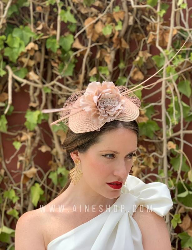 Tocado diadema flores y palos naturales en beige