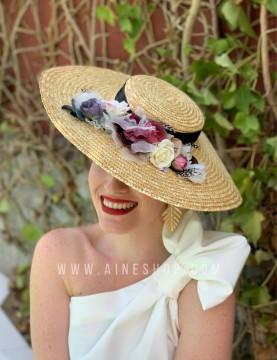 Pamela con flores variadas y cinta negra
