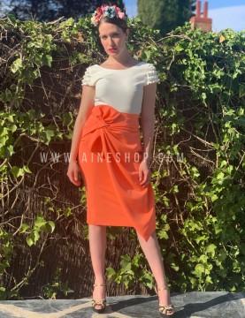 Falda de fiesta de corte alto con nudo en la cintura naranja.